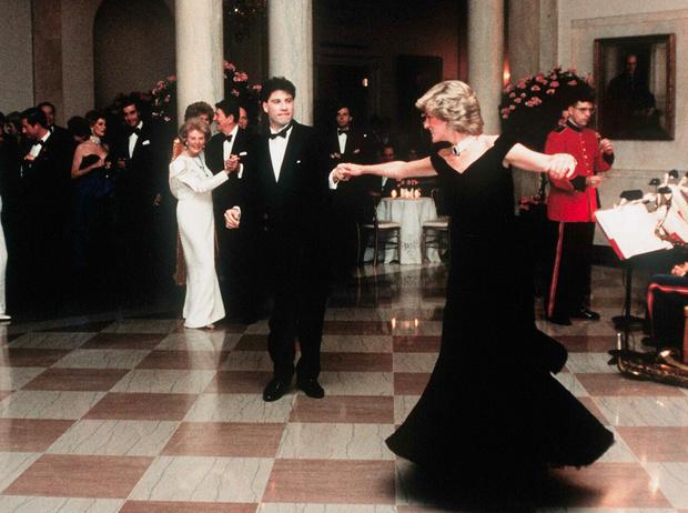 Фото №8 - Черное платье Дианы и ее первая ссора с женихом: как проходил дебют невесты Чарльза