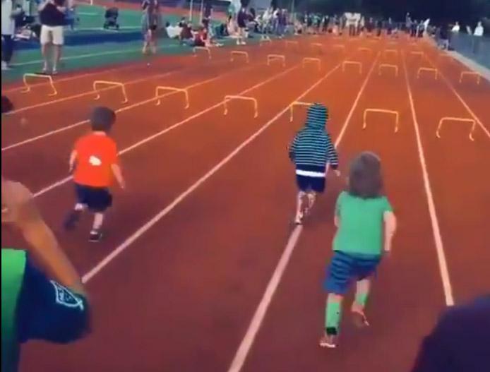 Фото №1 - «При каждом просмотре следи за новым ребенком»: видео забега малышей стало вирусным