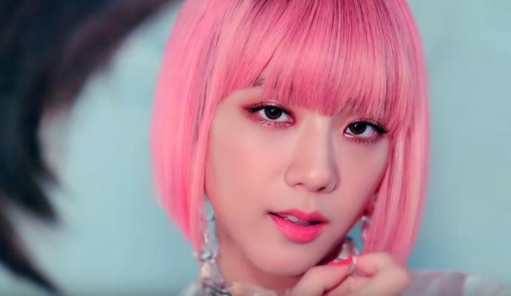 Фото №1 - Новый клип, побивший рекорд YouTube в миллиард просмотров,— c «самой красивой девушкой Азии»