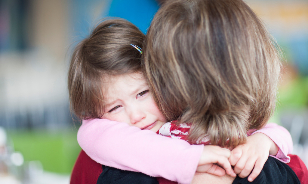 «Бабушки игнорируют мою дочь и не дарят ей подарков— это вредно для ребенка?»