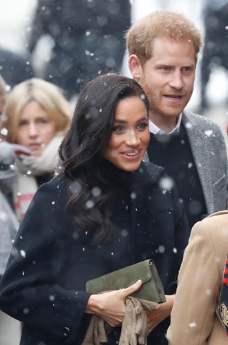 Фото №5 - Снега не боятся: Гарри и Меган прибыли в Бристоль