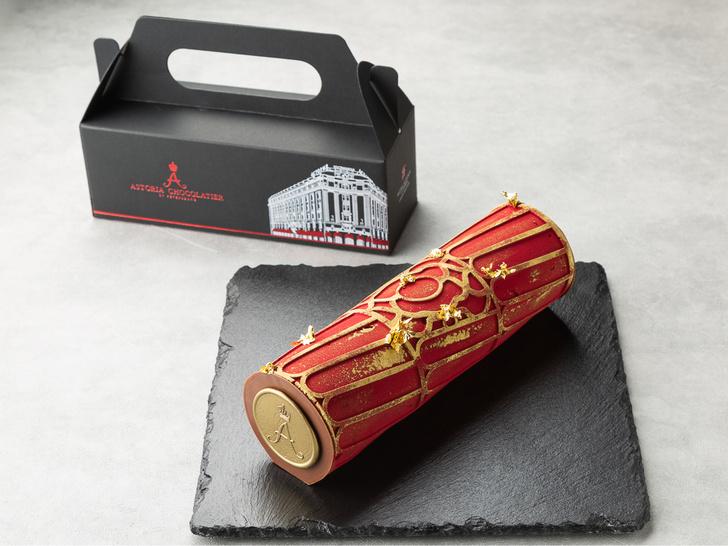 Фото №1 - Astoria travel cake: мы знаем, что подарить друзьям, приезжая из Питера