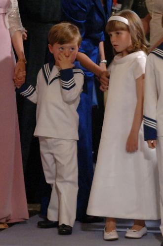 Фото №45 - Самые трогательные моменты королевских свадеб (о Гарри и Меган мы тоже не забыли)