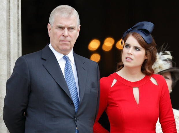 Фото №1 - «Скажи отцу, чтобы сдался ФБР»: как Евгения пострадала от скандала с принцем Эндрю