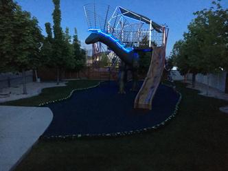 Фото №17 - Отец своими руками построил детям 14-метрового динозавра— детскую площадку (фото и видео)