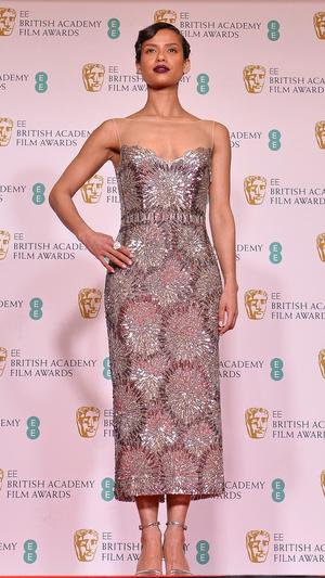Фото №6 - BAFTA 2021: самые стильные звезды на красной дорожке церемонии