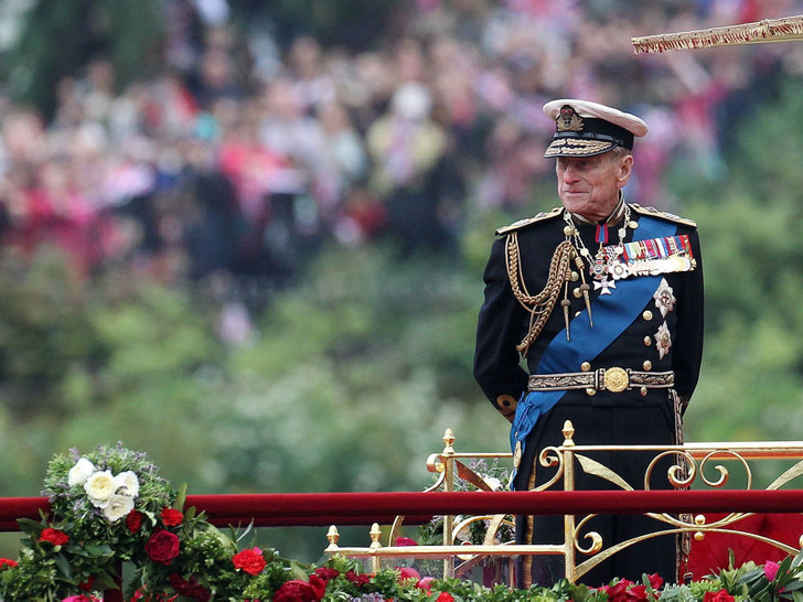 Фото №2 - Недостойное поведение: почему из-за Гарри и Эндрю никто не смог надеть военную форму на похороны принца Филиппа