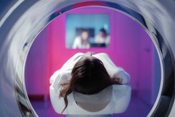 Фото №1 - «Неважно, какой процент поражения легких»: врач объяснил, кому и когда нужно делать КТ