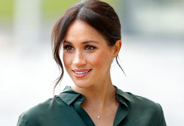 Лучшей модной версией себя Меган стала после встречи с Гарри. Видимо, идеальные гардеробные решения ей все-таки подсказали королевские стилисты.