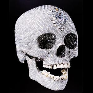 Фото №1 - Инкрустированный бриллиантами череп покажут в Петербурге