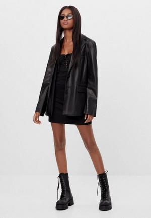 Фото №3 - Топ-5: самые модные пиджаки 2021