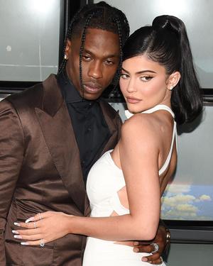 Фото №2 - Ким и Кайли с одинаковыми прическами: кому идет больше