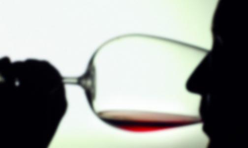 Фото №1 - Петербургские врачи рассказали, можно ли лечиться вином