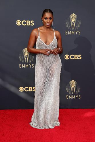 Фото №4 - Телепузик с когтями и рыбацкая сетка: 30 лучших и худших нарядов звезд на Emmy Awards 2021