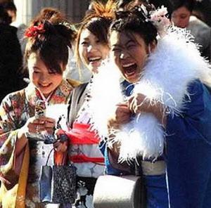 Фото №1 - Японцы празднуют День Совершеннолетия