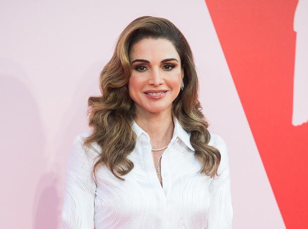 Фото №1 - Дивный Восток: 10 лучших выходов иорданской королевы Рании за 2017 год