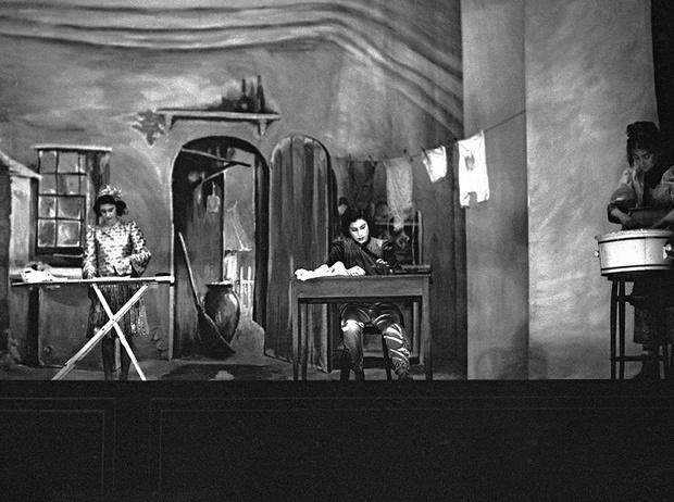 Фото №24 - Рождественский театр Виндзоров: как принцессы Елизавета и Маргарет поднимали боевой дух нации