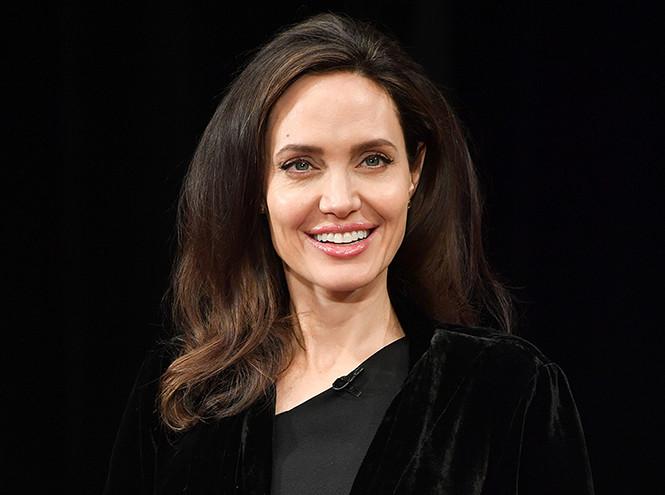 Фото №2 - Что общего у Нери Оксман и Анджелины Джоли?
