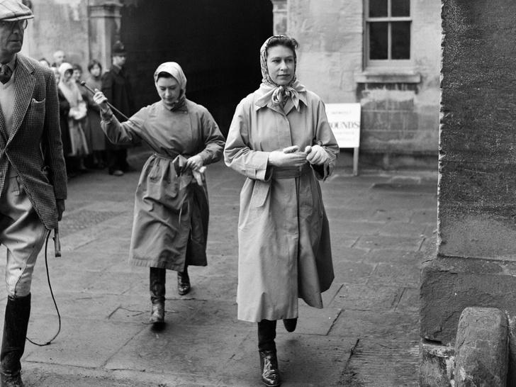 Фото №13 - Сестры и лучшие подруги: 20 самых трогательных и теплых фото Королевы и принцессы Маргарет
