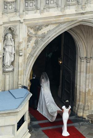 Фото №5 - Трагедия для невесты: почему герцогиня Кейт плакала из-за своего свадебного платья