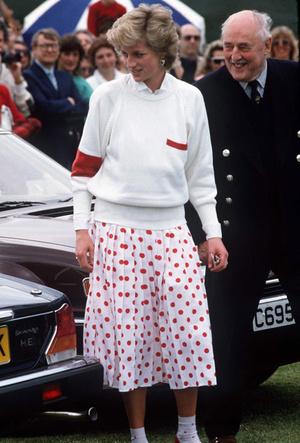 Фото №14 - Вечная классика: как королевские особы носят плиссированные юбки