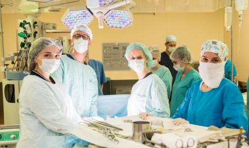 Фото №1 - Петербургские хирурги научили американцев удалять опухоль в открытых операциях