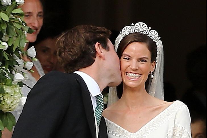 Фото №5 - 10-метровый шлейф несли четверо: принцесса Лихтенштейна вышла замуж в сказочном платье
