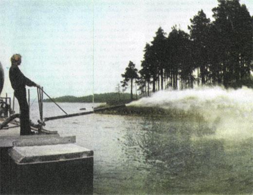 Распыление извести, может быть, спасет это шведское озеро. Но лишь на пять-шесть лет...
