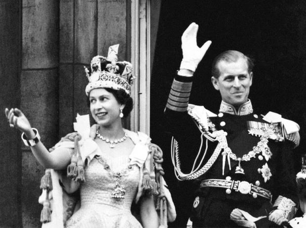 Фото №1 - Как принц Филипп сообщил Елизавете о смерти ее отца