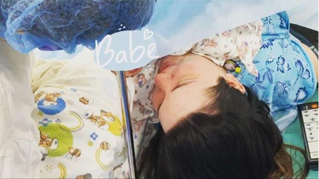 Фото №13 - Милее не бывает: звезды поделились первыми фото своих малышей