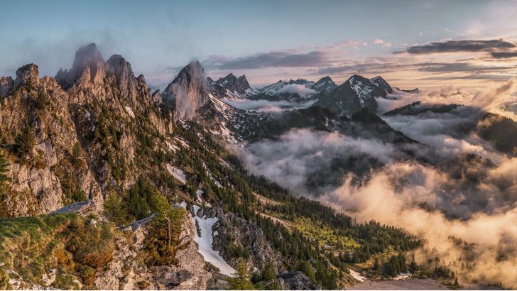Фото №1 - Роджер Федерер и Роберт Де Ниро пригласили туристов в летнюю Швейцарию