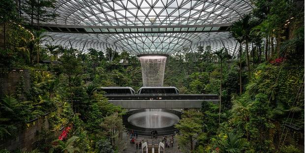 Фото №1 - 10 самых красивых аэропортов мира