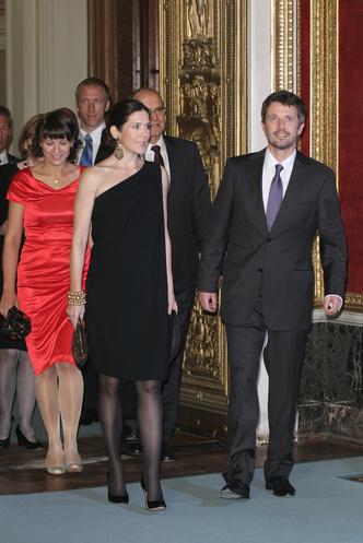 Фото №57 - Стильное положение: как одеваются беременные королевы, принцессы и герцогини