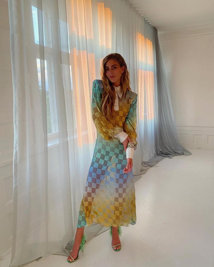 Фото №1 - Как выглядеть загадочно в прозрачном платье: показывает стилист Эмили Синдлев