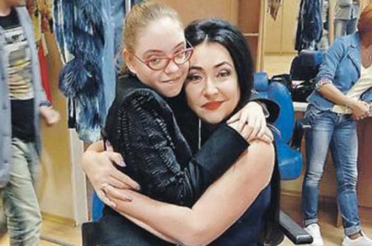 Фото №3 - «Болезнь бы тогда не победили»: Лолита впервые призналась, зачем отвезла дочку к маме в Киев