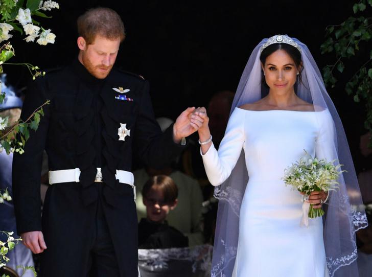 Фото №2 - Королева согласилась посетить свадьбу дочери «принцессы-нахалки»