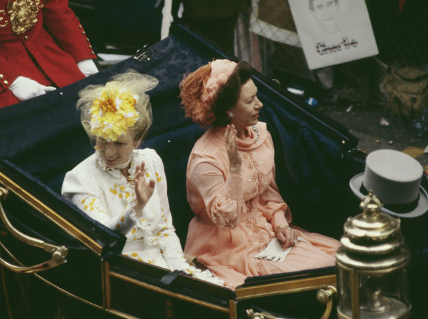 Фото №6 - Почему Маргарет так и не получила титул королевской принцессы