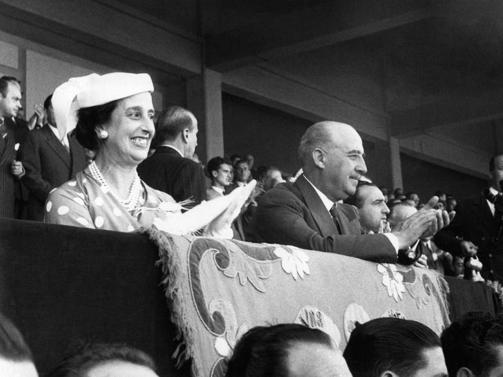 Фото №4 - Кровавые бриллианты, измены и расстрел: как сложились судьбы жен диктаторов XX века