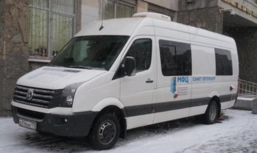 Фото №1 - Где в январе петербуржцам получить полис ОМС в мобильных МФЦ