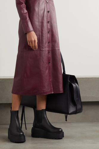 Фото №9 - Самая модная обувь сезона: где искать челси на платформе (и с чем их носить)