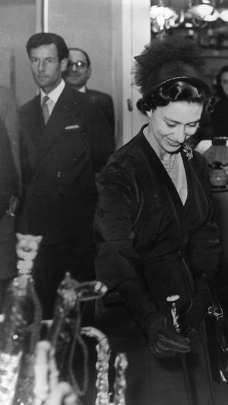 Фото №6 - Такие разные судьбы: почему Гарри смог отказаться от королевской жизни, а Маргарет— нет