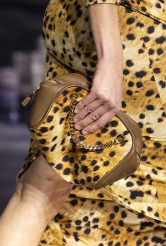 Фото №35 - Самые модные сумки осени и зимы 2020/21