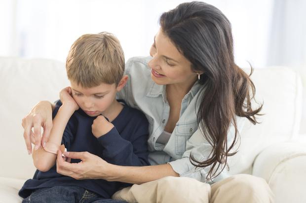 Чем смазывать синяки у детей, ребенок косолапит при ходьбе что делать