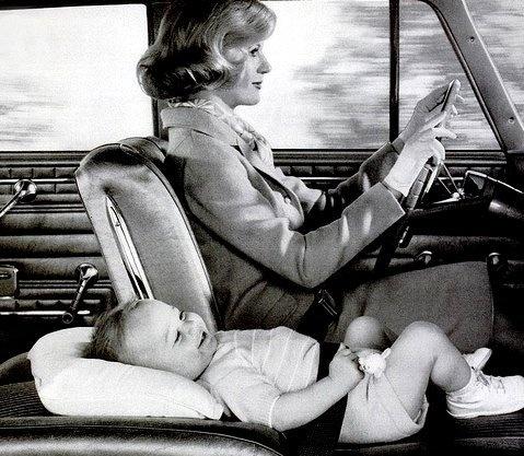 Фото №1 - «Дорогая, я пристегнул детей!»: какими были детские кресла полвека назад (12 странных приспособлений)