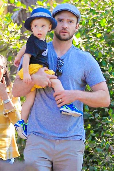 Фото №1 - Милота дня: Джастин Тимберлейк на прогулке с сыном