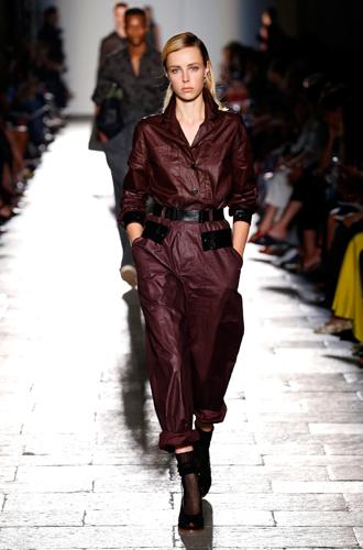 Фото №31 - Единое целое: как носить модные комбинезоны
