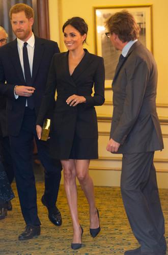 Фото №18 - Почему Кейт носит старые наряды, а Меган покупает новые