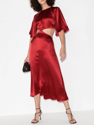 Фото №4 - Пайетки, вырезы и яркие цвета: самые модные наряды для выпускного-2021