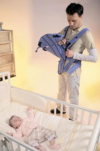 Фото №3 - Как правильно усаживать ребенка в «кенгуру»: инструкция с фото