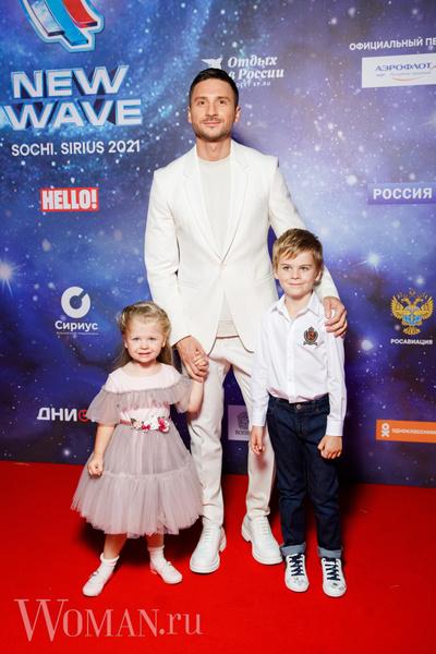 Фото №5 - Киркоров с сумкой-самолетом за 3 млн рублей и Лазарев с милахами-детьми открыли «Новую волну»
